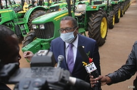 U.S. Ambassador Brian Nichols talks to reporters at an event in Harare, June 26, 2020. (Photo: Columbus?Mavhunga/VOA)?????