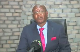 Zimbabwe's justice minister, Ziyambi Ziyambi, addresses journalists in Harare, Aug. 19, 2020. (Columbus Mavhunga/VOA)