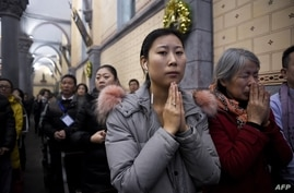 Chinese Christians attend Christmas Eve mass at a Catholic church in Beijing, on December 24, 2016. (Photo by WANG ZHAO / AFP)