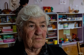 Angela Hovakimyan, 83, fled her home in the Nagorno-Karabakh region, where Armenia and Azerbaijan have been fighting for nearly two weeks on Oct. 8, 2020 in Goris, Armenia. (Yan Boechat/VOA)