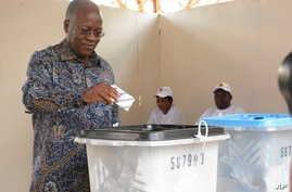 The ruling party CCM presidential candidate Dr. John Magufuli casts his vote at Chamwino in Dodoma, Oct. 28, 2020.