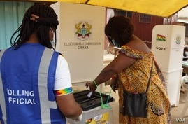 A woman casts her ballot on election day in Accra, Ghana, Dec. 7, 2020. (Photo: Peter Clottey, Isaah Ali / VOA)