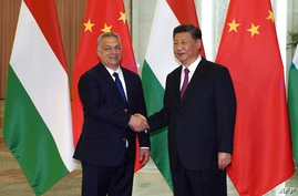 Hungarian Prime Minister Viktor Orban (L) shakes hands with Chinese President Xi Jinping during a meeting on April 25, 2019, as…