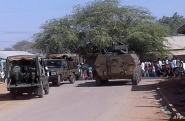Kenya Defence Forces soldiers arrive at the scene of a bomb attack claimed by Shabaab militants in the northeastern town of…