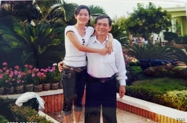 Dinh Thi Thu Thuy and her father Dang Van Min. (Dinh Van Minh/VOA)