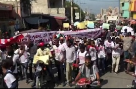 Journalists in Haiti and their supporters take to the streets of Port-au-Prince, Jan. 28, 2021, to protest against police brutality. (Photo: Matiado Vilme / VOA)