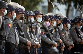 Police stan guard as they wait for protests against coup in Yangon, Myanmar February 4, 2021. REUTERS/Stringer