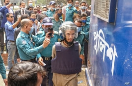 Mozammel Hossain, wearing bullet proof jacket and helmet, one among those convicted in the 2015 killing of Bangladeshi-American blogger Avijit Roy, is brought to be produced before the Anti-Terrorism Special Tribunal in Dhaka, Feb.16, 2021.