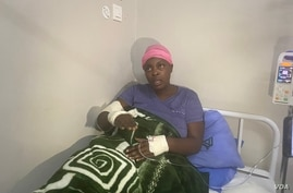 Zimbabwe activist Cecilia Chimbiri in a clinic in Harare in May 2020 after being allegedly tortured by state security agents. Police did not want journalists to visit her in that clinic leading to the arrest of journalist Samuel Takawira who wanted to interview her. (Columbus Mavhunga/VOA))