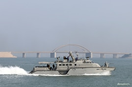 U.S. Navy Mark VI Patrol Boat makes its way towards an exercise area during a U.S./UK Mine Countermeasures Exercise (MCMEX)…