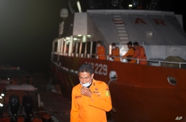 Members of Indonesia's national search and rescue agency BASARNAS prepare for a search mission for the Indonesian Navy submarine KRI Nanggala, at Benoa harbor in Bali, Indonesia, April 21, 2021.