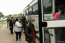 Asylum-seeking migrants' families from Venezuela board  an U.S. Border Patrol's bus to be transported after crossing the Rio…