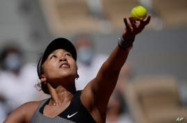 Japan's Naomi Osaka serves the ball to Romania's Patricia Maria Tig during their first round match of the French open tennis…
