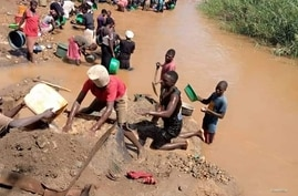 Small scale mining activities taking place in Malawi.  (Courtesy: of Nyasa Mining Corperative)