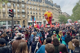 Thousands joined the traditional International Workers' Day protest in Paris, canceled last year because of coronavirus, May 1, 2021. (Lisa Bryant/VOA)