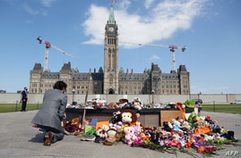 Canadian Prime Minister Justin Trudeau visits the makeshift memorial erected in honor of the 215 indigenous children remains…