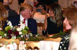 US President Donald Trump and First Lady Melania Trump attend a Christmas Eve dinner with his family at Mar-A-Lago in Palm…