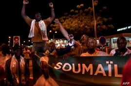 Supporters of opposition leader Soumaila Cisse, who was kidnapped in March 2020, cheer ahead of his arrival at the Modibo Keita…