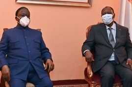 Ivory Coast's president Alassane Ouattara (R) and former president and opposition leader Henri Konan attend their first meeting…