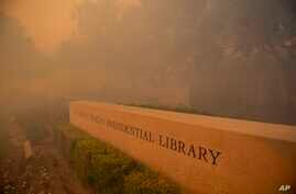 CORRECTS DATE TO OCT. 30 - Smoke engulfs around the Ronald Reagan Library during the Easy Fire, Wednesday, Oct. 30, 2019, in…