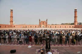 Small numbers of people offer Friday prayers at the grand Badshahi mosque, due to coronavirus outbreak, in Lahore, Pakistan…