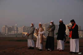 Senior Muslim clerics observes the skies over Cape Town, South Africa Saturday May 23 2020 in the hope of spotting the new moon…