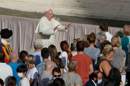 Pope Francis asks the faithful to keep safety distance as he arrives during his weekly general audience in San Damaso courtyard…