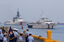 The U.S. Coast Guard National Security Cutter Bertholf (WMSL 750), left, and the Philippine Coast Guard ship BRP Batangas…
