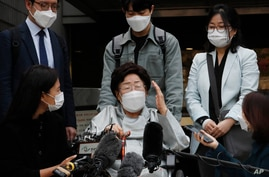 Former South Korean comfort woman Lee Yong-soo, center, speaks before leaving the Seoul Central District Court in Seoul, South…