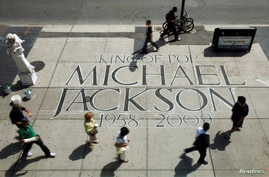 FILE PHOTO: People walk past a tribute to Michael Jackson in Toronto