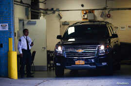 A car reportedly carrying the body of financier Jeffrey Epstein arrives to the medical examiner after he was found dead in his cell in the Manhattan Correctional Center of New York City, New York, U.S., August 10, 2019. REUTERS/Eduardo Munoz