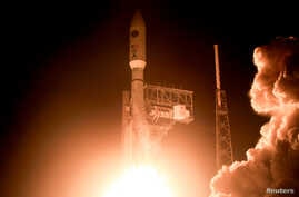 FILE PHOTO: A United Launch Alliance Atlas 5 rocket lifts off from the Cape Canaveral Air Force Station in Cape Canaveral, Florida, U.S., August 8, 2019. Aboard is the fifth Advanced Extremely High Frequency (AEHF) satellite, designed to provide the U.S. military with highly-secure communications.  REUTERS/Joe Skipper/File Photo