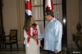 Canadian Foreign Minister Chrystia Freeland shakes hands with her Cuban counterpart Bruno Rodriguez during a meeting in Havana, Cuba August 28, 2019. Ismael Francisco/Pool via REUTERS