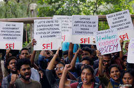 Students display placards and shout slogans during a protest against the scrapping of the special constitutional status for Kashmir by the government, in New Delhi, India, August 8, 2019. REUTERS/Anushree Fadnavis