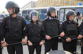 Police officers stand guard during a rally to demand authorities allow opposition candidates to run in the upcoming local election and release protesters, who were detained during recent demonstrations, in Moscow, Russia August 31, 2019. REUTERS/Tatyana Makeyeva