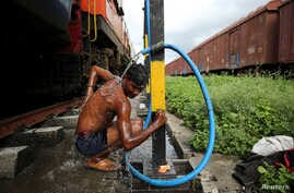 """Prakash Nagre washes himself at Aurangabad railway station, Aurangabad India, August 2, 2019. Nagre carries soap and shampoo to have a bath at the railway station. """"There's no water to bathe at home,"""" he said. REUTERS/Francis Mascarenhas  SEARCH """"MASCARENHAS DROUGHT"""" FOR THIS STORY. SEARCH """"WIDER IMAGE"""" FOR ALL STORIES."""