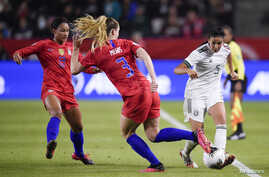 Feb 7, 2020; Los Angeles, California, USA; Mexico defender Jimena Lopez (5) passes the ball while United States midfielder…