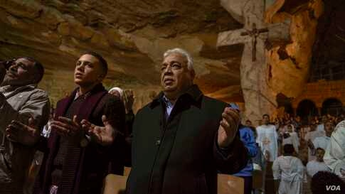 In the Coptic tradition, men and women worship separately. (Hamada Elrasam/VOA)