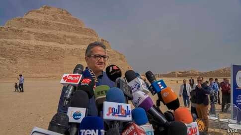 The Egyptian Minister of Tourism and Antiquities, Khaled El-Anany, said tourism departments in Egypt should follow the WHO precautions to control the coronavirus infection. (H. Elrasam/VOA)