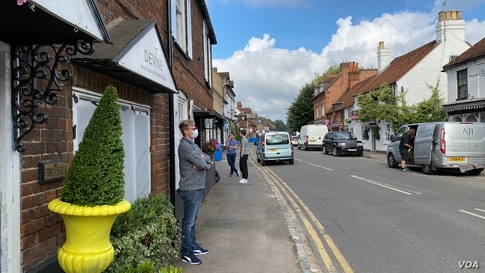 """In England's picture-postcard Berkshire village of Cookham, along the River Thames, the locals appeared to be observing the mask rule. """"We are a well-behaved lot around here,"""" said Sandy, a barista at Mr. Cooper's Coffee House. (Jamie Dettmer/VOA)"""