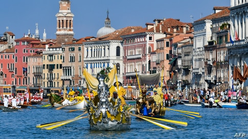 Rowers take part in the annual traditional gondolas and boats Historical Regatta (Regata Storica) on the Grand Canal in Venice, Italy.