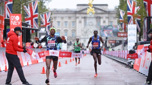 Shura Kitata of Ethiopia crosses the line to win the London Marathon in London.