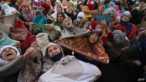 Muslim devotees react as a priest displays a relic believed to be a hair from the beard of Prophet Mohammed during the last…