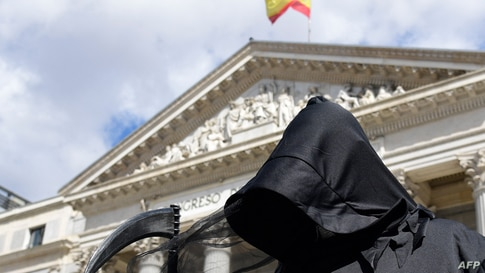 A protester dressed as Death demonstrates against a law legalising euthanasia in Madrid on March 18, 2021 as Parliament gives…