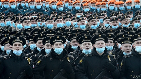Russian servicemen take part in a rehearsal for the Victory Day military parade in Saint Petersburg on April 30, 2021. - Russia…