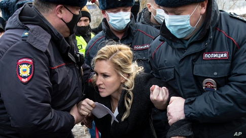 Police officers detain the Alliance of Doctors Union's leader Anastasia Vasilyeva at the Pokrov prison in the Vladimir region, Russia.