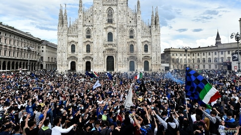 Inter Milan fans celebrate winning Serie A outside the Duomo di Milano in Milan, Italy, May 2, 2021.