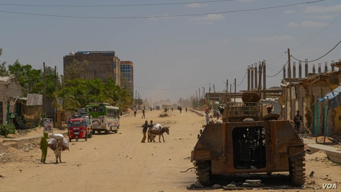 A destroyed armored vehicle lays in one of the mains streets of Hawzen, a small town in the frontline of the war in Tigray, Ethiopia, on June 6, 2021 (VOA/Yan Boechat)