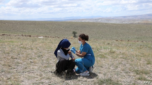 A health worker vaccinates a farm worker in the village of Oguzlar, a hundred of kilometres away from Ankara on July 8, 2021. -…