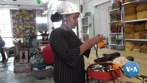 Israel Asylum Seekers Sell Traditional Crafts to Earn Cash